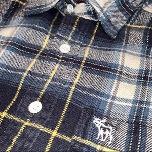 Abercrombie & Fitch Shirts - Plaid flannel shirt button-up silhouette style